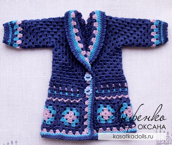 Вязаная одежда для кукол: описание пальто