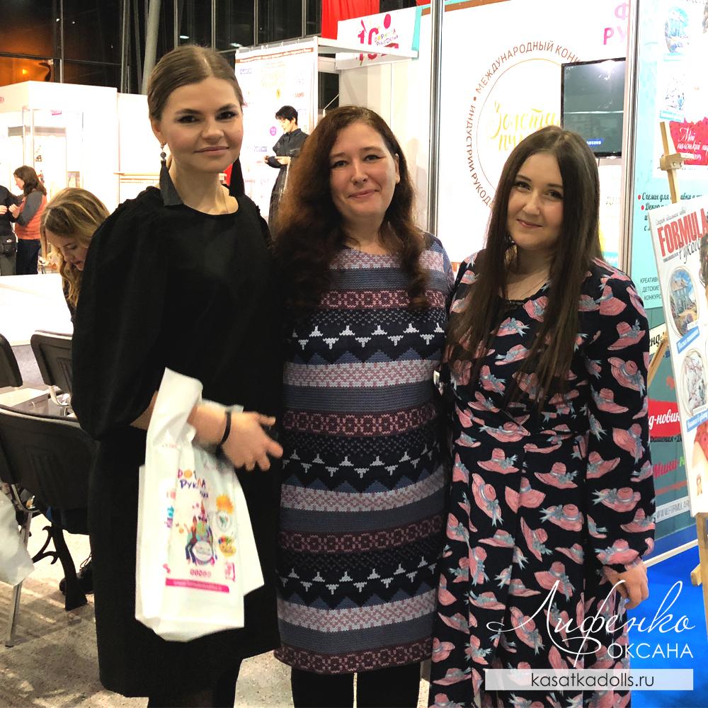 с Эмили Фриман и Олик Аск